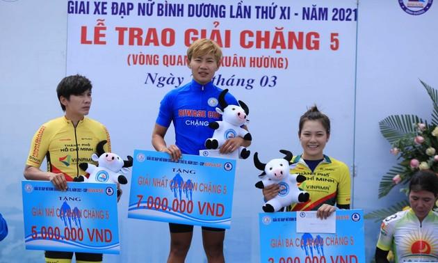 Radrennmeisterin Nguyen Thi That gewinnt blaues Trikot des Frauen-Radrennens Binh Duong