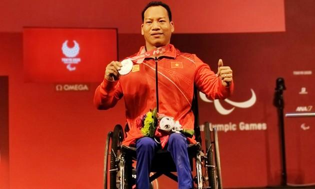 Gewichtheber Le Van Cong erhält Prämie von 1.800 Euro