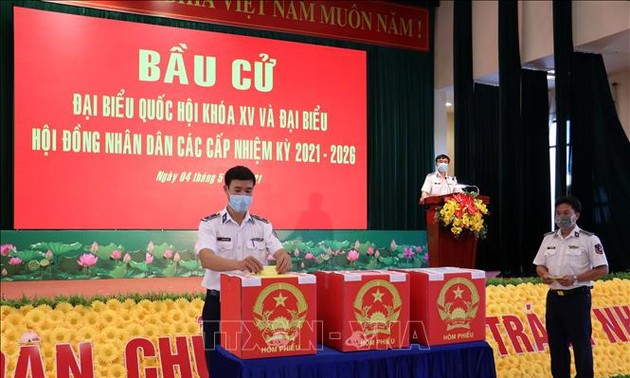Ba Ria-Vung Tau holds early voting for soldiers, fishermen