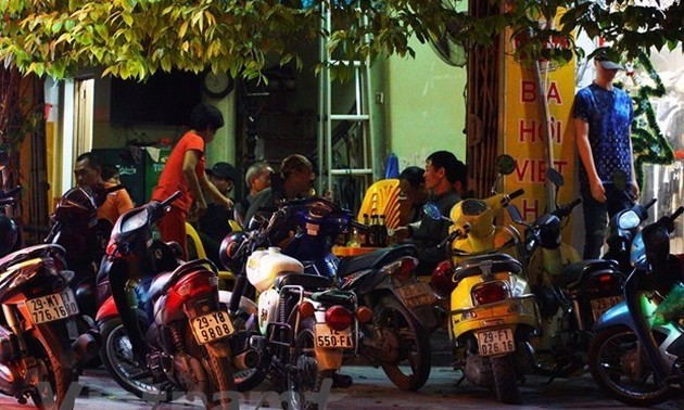 Hanoi closes beer clubs to fight COVID-19