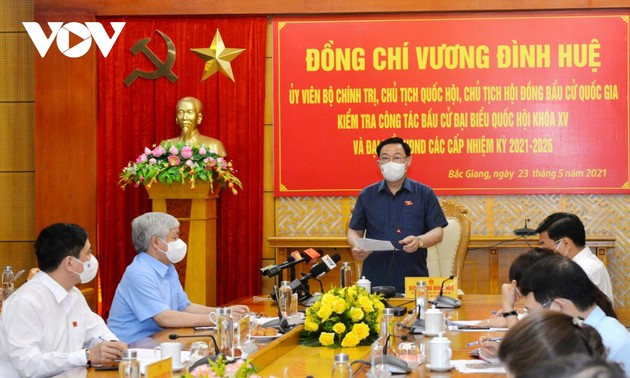 NA leader inspects election work in Hanoi, neighboring  provinces