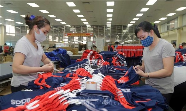 30 items earn more than 1 billion USD in export revenue in August