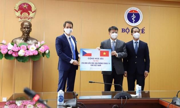 Czech Republic donates 260,000 doses of COVID-19 vaccines to Vietnam