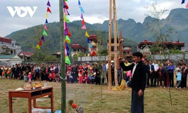 เทศกาล Gầu Tào งานส่งเสริมจิตใจแห่งความผูกพันธุ์ของชุมชนเผ่าม้งที่จังหวัดฮายาง