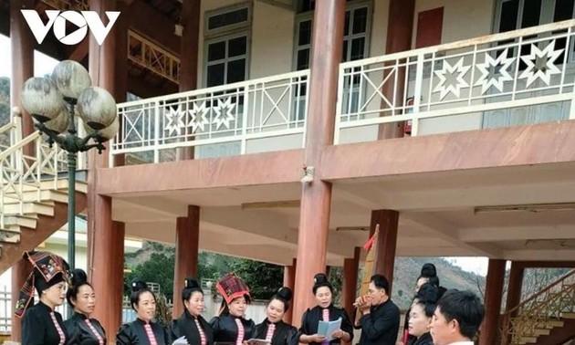 พี่น้องเผ่าไทในหมู่บ้านฮินทุ่มเทอนุรักษ์คุณค่าวัฒนธรรมพื้นบ้าน