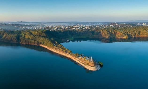เที่ยวชมทะเลสาบ Pleiku ที่จังหวัดยาลาย