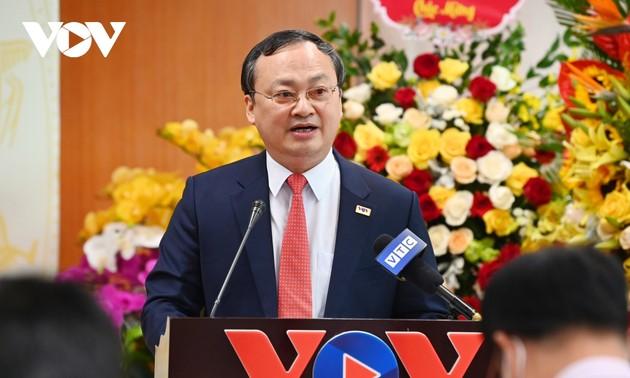 ส่งมอบหนังสือแต่งตั้งประธานคนใหม่ของสถานีวิทยุแห่งชาติเวียดนาม