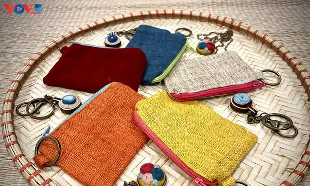 Einzigartige und handgemachte Taschen aus Jute-Stoff