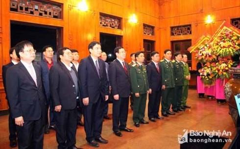 Vicepremier homenajea al presidente Ho Chi Minh en ocasión del Tet 2019