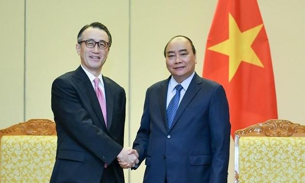 Premier vietnamita se reúne con el director general del banco japonés MUFG
