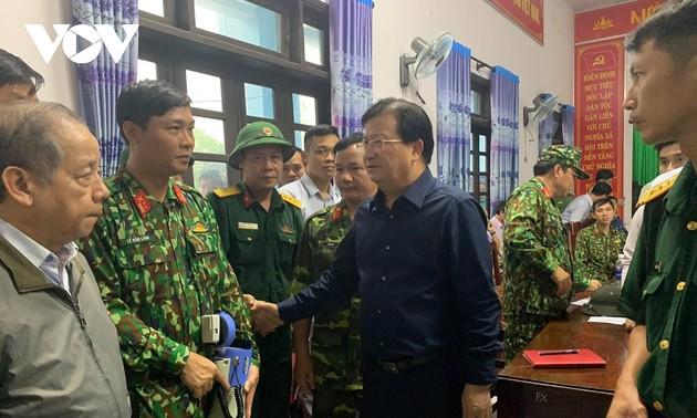 El vicepremier vietnamita dirige los trabajos de rescate de las víctimas de los desastres naturales en la región central