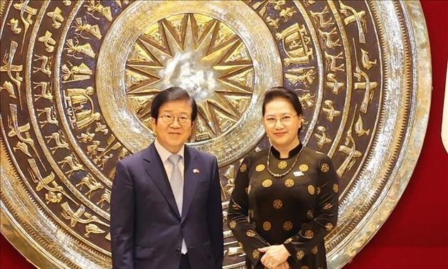 Prensa surcoreana destaca visita del presidente parlamentario Park Byeong-seug a Vietnam