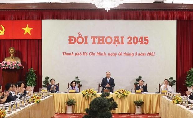 Primer ministro vietnamita dialoga con empresarios e intelectuales destacados