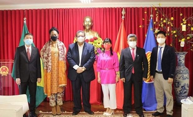 Vietnam espera promover la cooperación multifacética con Surinam y Bolivia