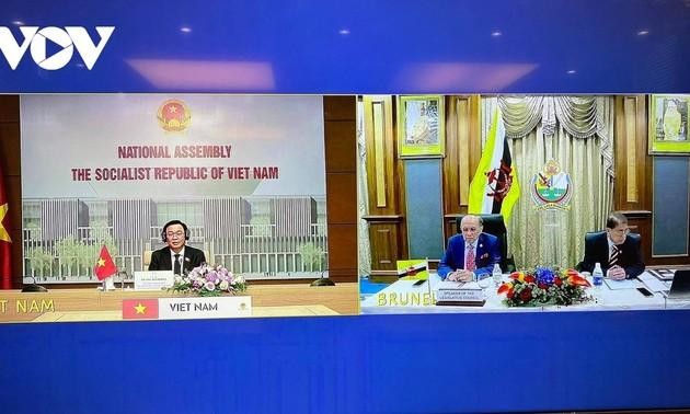 Presidente del Parlamento de Vietnam conversa con líder del Consejo Legislativo de Brunéi