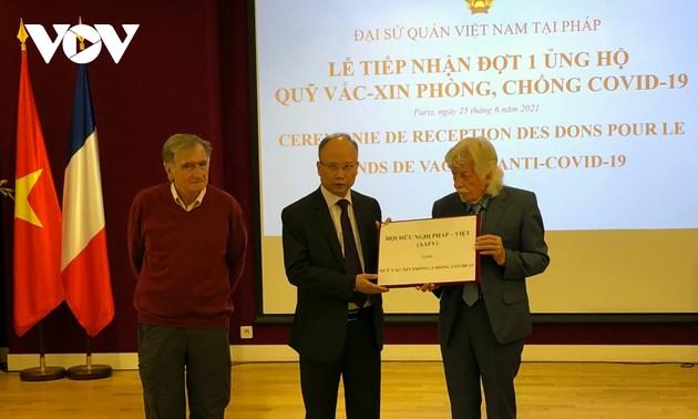 Compatriotas y amigos en el extranjero apoyan a lucha antiepidémica en Vietnam