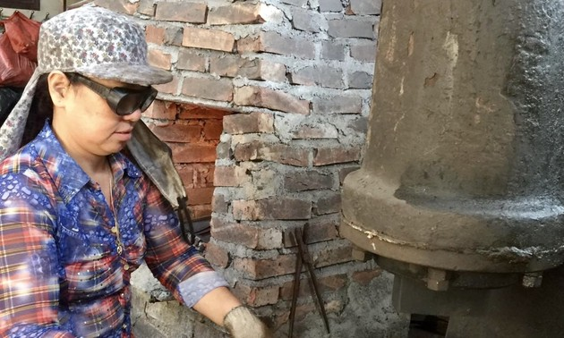 La mujer que ha mantenido la herrería tradicional durante más de 40 años
