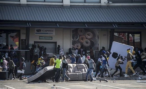 UA condena los disturbios en Sudáfrica