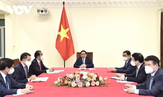 Premier vietnamita dialoga con su homólogo belga sobre las relaciones bilaterales