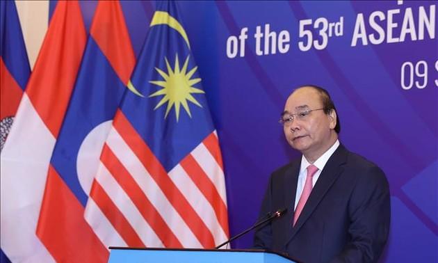 Nguyên Xuân Phuc prend la parole à l'ouverture de l'AMM-53