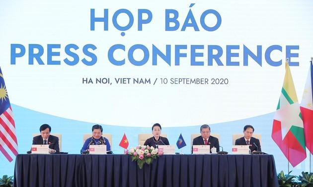 Conférence de presse sur la clôture de l'AIPA-41