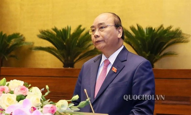 Le Vietnam met tout en œuvre pour éradiquer la Covid-19 et relancer l'économie