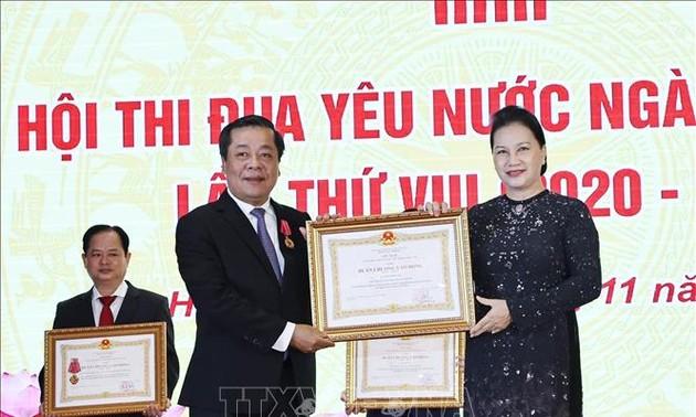 Nguyên Thi Kim Ngân au 8e congrès d'émulation patriotique du secteur bancaire