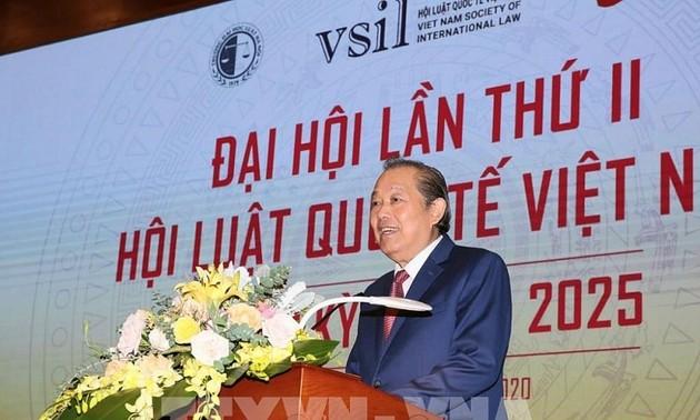 Truong Hoa Binh au congrès de l'association du droit international du Vietnam