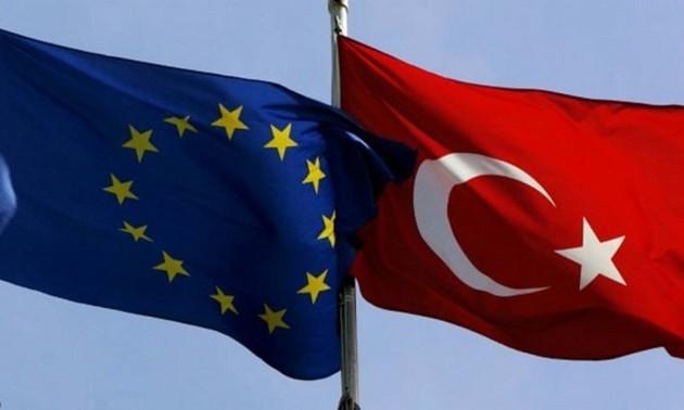 UE-Turquie: un réchauffement possible placé sous haute surveillance