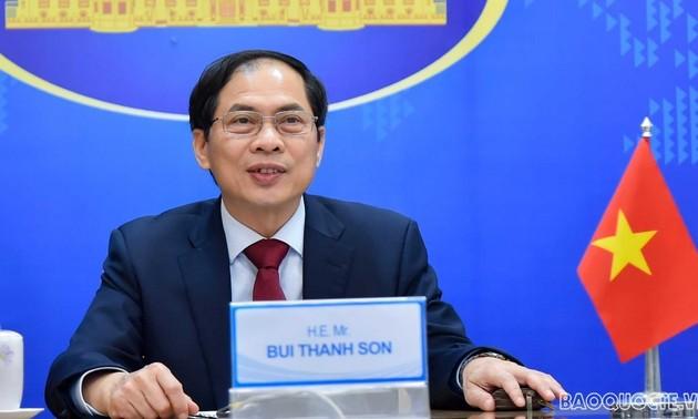 Rencontre virtuelle entre les diplomates en chef du Vietnam, de Malaisie, des Philippines et d'Australie