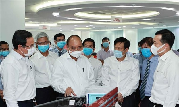 Nguyên Xuân Phuc visite Sai Gon Giai Phong et la télévision de Hô Chi Minh-ville