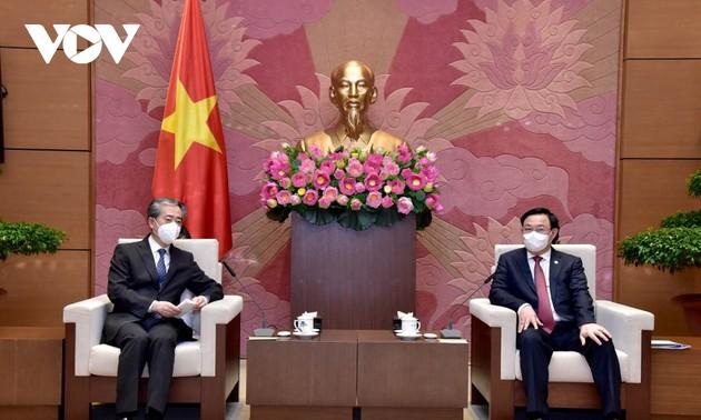 Vuong Dinh Huê: Le Vietnam tient absolument à renforcer son partenariat stratégique avec la Chine