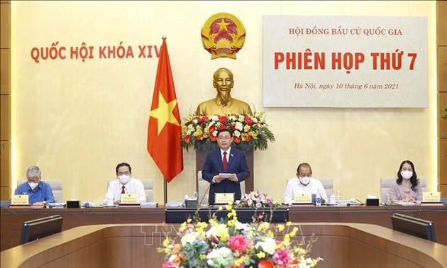 Vuong Dinh Huê préside la septième réunion du Conseil électoral national
