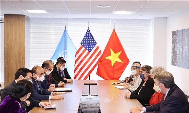 Rencontre entre le président Nguyên Xuân Phuc et des Américains