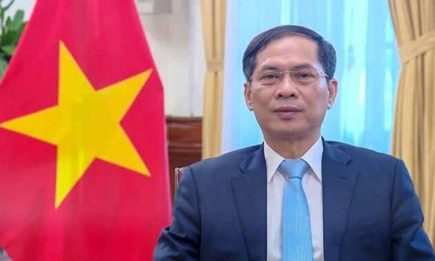Renforcer la coopération internationale pour promouvoir le commerce et le développement