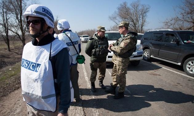 Киев ограничивает свободу перемещения мирных жителей в Донбассе