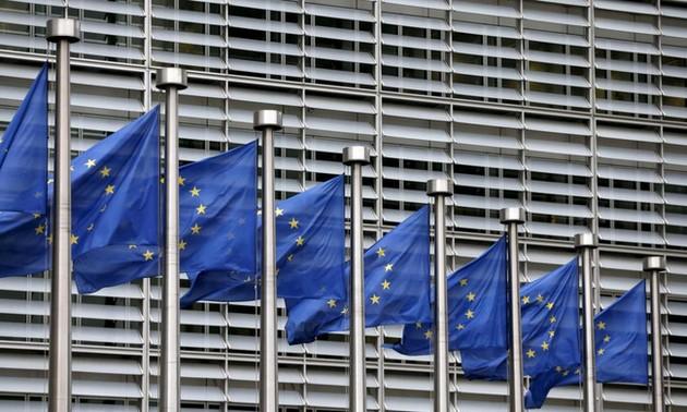 ЕС хочет присоединиться к спору Китая с США по пошлинам