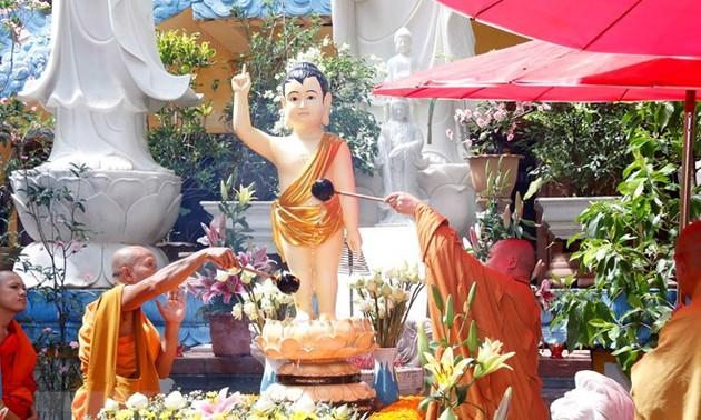 Вьетнамцы за рубежом отметили 2562-ю годовщину Дня рождения Будды