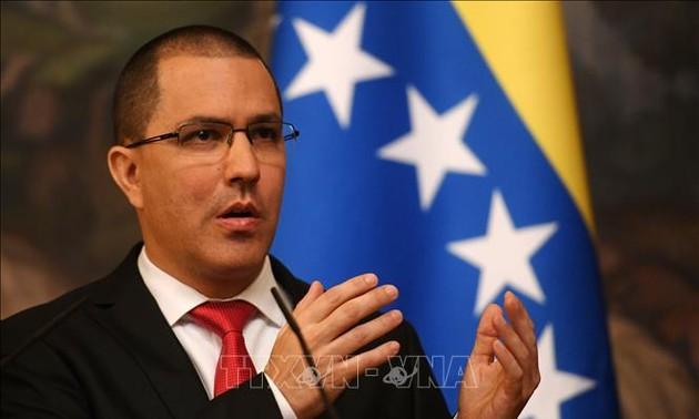 Венесуэла выдворяет военных атташе Боливии