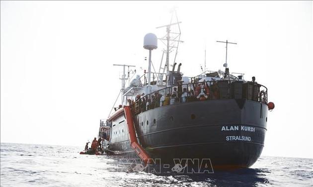 Италия впустила два судна с более чем 100 мигрантами