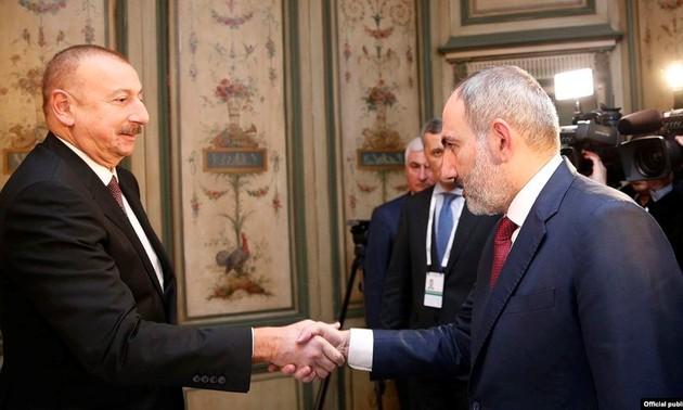 Руководители Армении и Азербайджана готовы посетить Москву