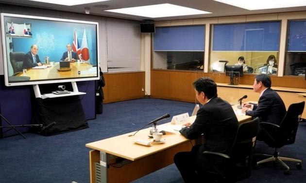 Япония и Великобритания выразили озабоченность в связи с ситуацией в Восточном и Восточно-Китайском морях