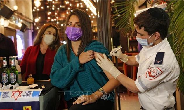 В Израиле отменили ограничения для сделавших прививку от COVID-19