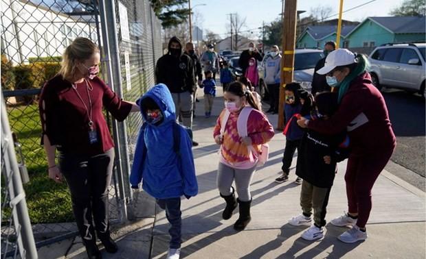 Детский фонд ООН призывает срочно вернуть детей в школы