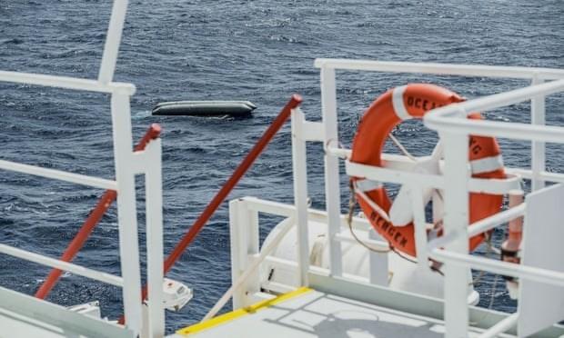 В Средиземном море около 130 мигрантов погибли при опрокидывании судна