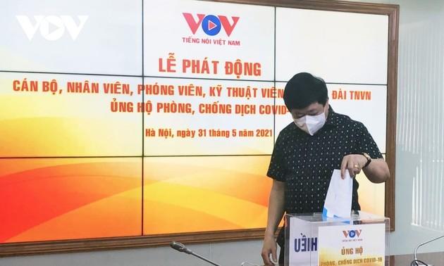 Радио «Голос Вьетнама» сделало пожертвования на борьбу с Covid-19