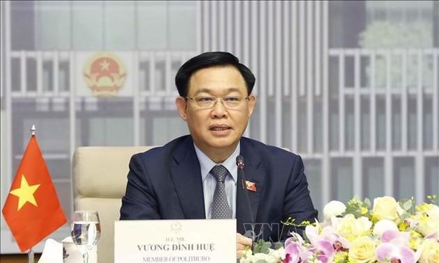 Выонг Динь Хюэ провел онлайн-переговоры с председателем Палаты представителей Федерального парламента Австралии Тони Смитом