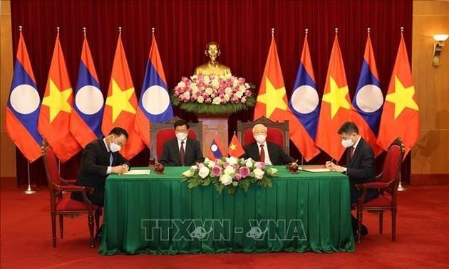 Нгуен Фу Чонг и Тхонлун Сисулит присутствовали на церемонии подписания документов о сотрудничестве
