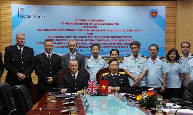 Hải quan Việt Nam ký Biên bản ghi nhớ về hợp tác với Cơ quan bảo vệ Biên giới Vương quốc Anh