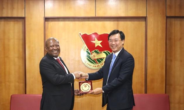 Bí thư thứ nhất Trung ương Đoàn TNCS Hồ Chí Minh tiếp Đại sứ Cộng hòa Nam Phi tại Việt Nam